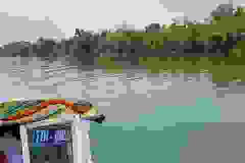 Ngắm cảnh đẹp miên man dòng sông Hương từ thuyền rồng