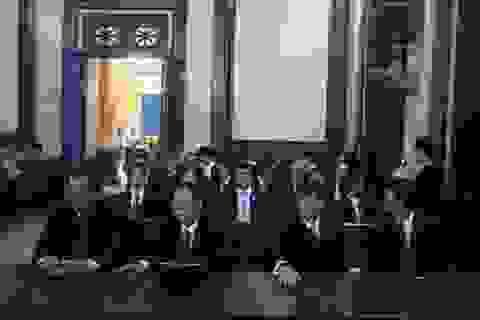Vụ 10 cán bộ Navibank hầu tòa: Luật sư đề nghị không cho báo chí tác nghiệp