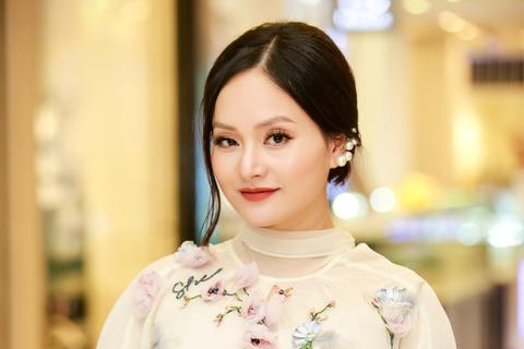Bà bầu Lan Phương tươi tắn sau sự cố ngộ độc thực phẩm nghiêm trọng