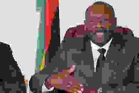 Bộ trưởng Zimbabwe chê bao cao su Trung Quốc quá bé