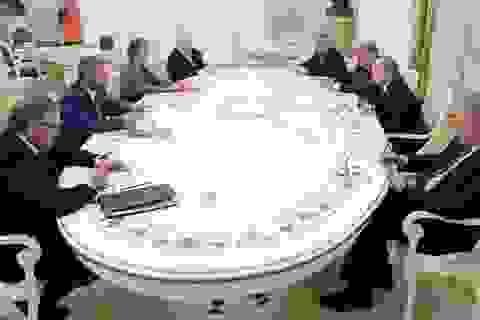 Tiết lộ cuộc họp kín của ông Putin với 7 ứng viên tổng thống ngay sau chiến thắng