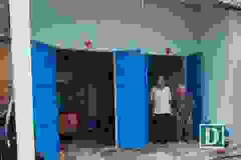 Những ngôi nhà vươn lên từ đống đổ nát ở tâm bão Damrey