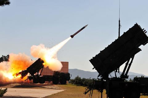Lá chắn phòng thủ của Mỹ lộ điểm yếu trong vụ 7 tên lửa tấn công Ả-rập Xê-út