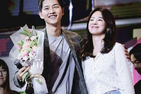 """Vừa rời sự kiện, Song Hye Kyo vội vàng hò hẹn với """"ông xã"""""""
