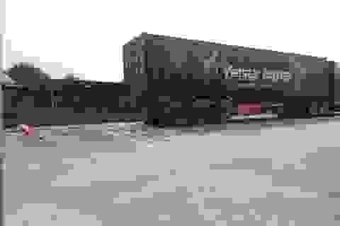 Va chạm với xe container, chồng chết, vợ bị thương nặng