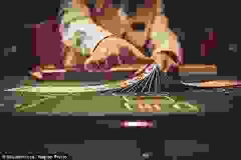 Chồng mê cờ bạc mang cả vợ con ra gán nợ