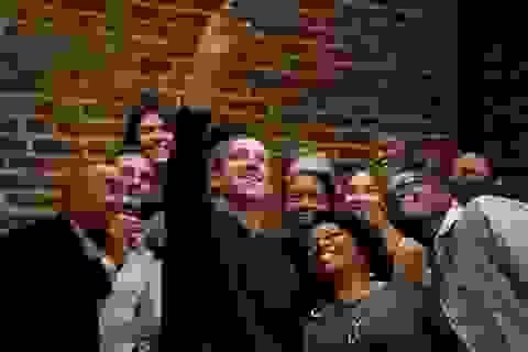 """Mark Zuckerberg """"mất bạn, thêm thù"""" tại thung lũng Silicon"""