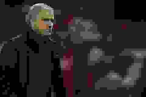 """""""Tạm quên"""" Man City, MU phải chiến đấu vì suất nhì bảng"""