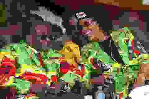 """Người Zimbabwe đổ xô tới nông trang cựu đệ nhất phu nhân """"Gucci"""" đào vàng"""