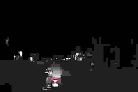 Nhóm thanh niên đi xe máy kẹp 3, lạng lách đe dọa người đi ô tô khai gì?