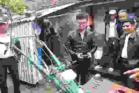 Độc đáo chiếc máy cày điều khiển từ xa của chàng sinh viên 9X
