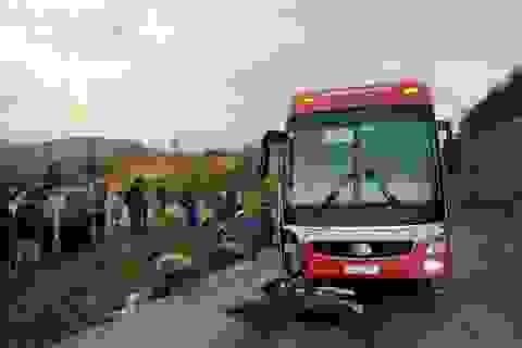 Hai vợ chồng tử nạn sau va chạm với xe khách