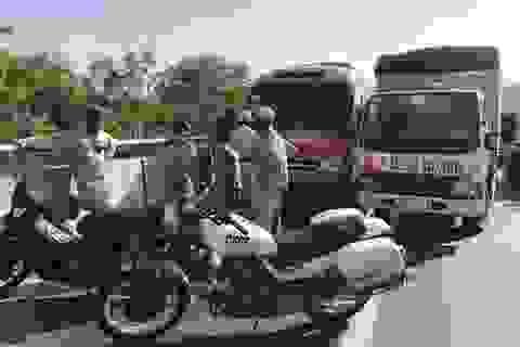 Hai tài xế rượt đánh nhau sau va chạm gây hỗn loạn giao thông