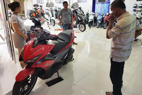 TPHCM: Hết tết, giá xe máy giảm mạnh