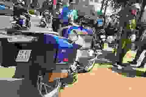 Xe mô tô phân khối lớn tông người phụ nữ gãy chân rồi bỏ chạy