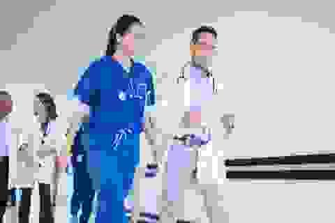 Hơn 500 bác sĩ phản đối vì được trả lương quá cao
