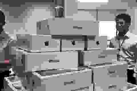 """Một công ty mua hàng chục hộp """"iPhone X"""" tặng chị em ngày 8/3"""