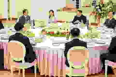 Tiết lộ thực đơn ông Kim Jong-un chiêu đãi phái đoàn Hàn Quốc