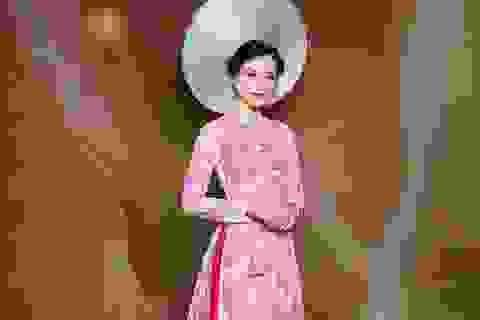 Nữ Hoàng Trần Huyền Nhung lộng lẫy với quốc phục sen hồng của NTK Tuấn Hải
