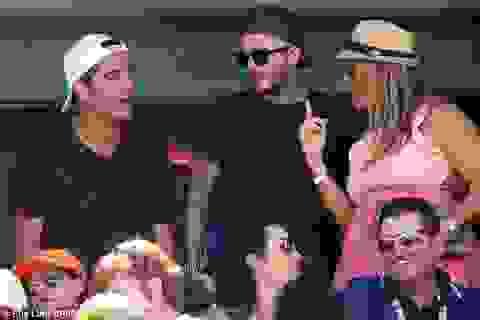Gia đình Beckham nổi bật đi xem tennis