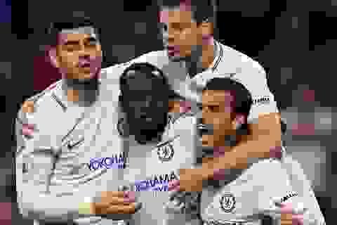 Moses giúp Chelsea nuôi hi vọng chen chân vào tốp 4
