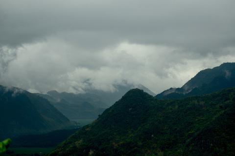 Cảnh đẹp Tây Bắc ẩn hiện trong sương mù mờ ảo