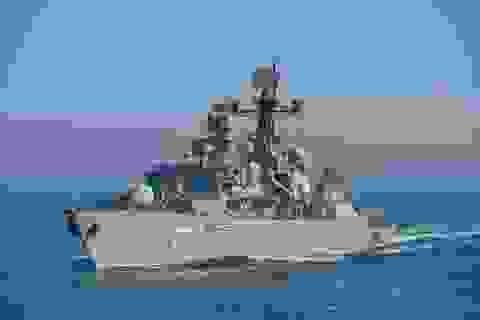 Tàu Hải quân Anh bám sát tàu chiến Nga qua eo biển