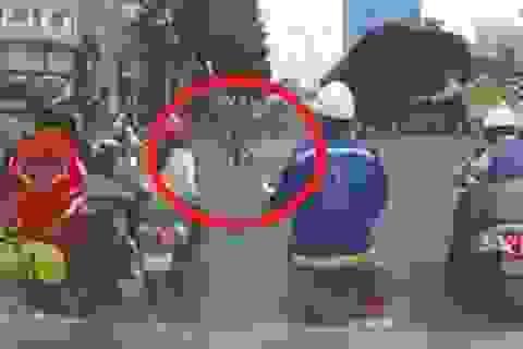 """Clip """"cô gái bị cướp kéo lê giữa đường Sài Gòn"""" gây phẫn nộ tuần qua"""