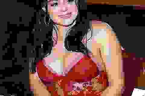Ariel Winter khoe ngực khủng khi dự tiệc