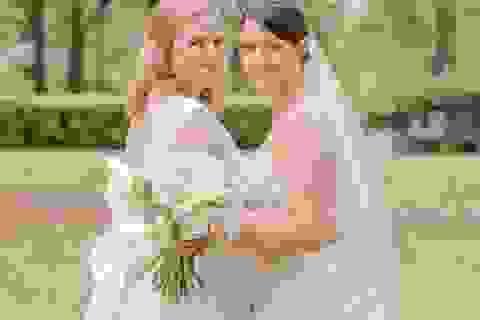 Hoa hậu Mỹ tổ chức hôn lễ với bạn đời đồng giới