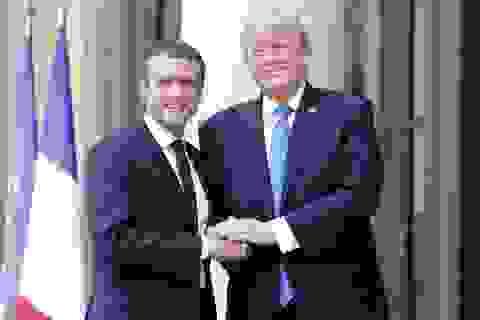 Phía sau cái bắt tay nồng ấm giữa lãnh đạo Mỹ - Pháp