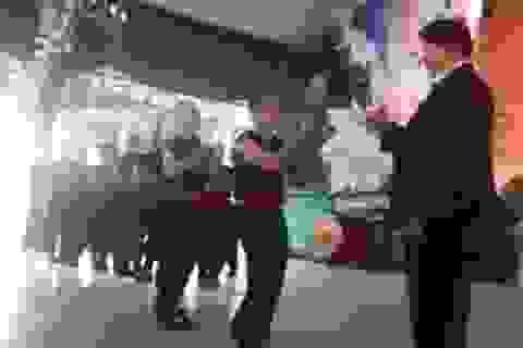 Võ sư Huỳnh Tuấn Kiệt biểu diễn công phu truyền điện công khai
