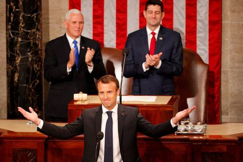 Động thái lạ của Tổng thống Pháp trong bài phát biểu trước quốc hội Mỹ