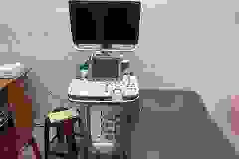 Yêu cầu nữ hộ sinh kiểm điểm vì thông tin với bệnh nhân sai