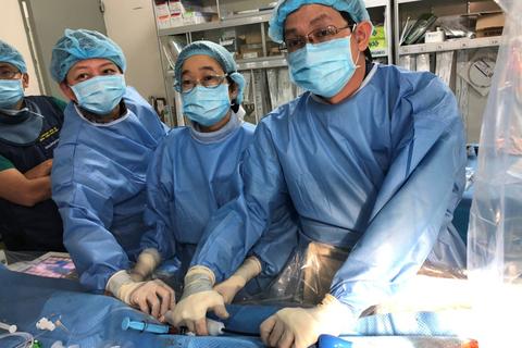 Đặt máy tạo nhịp tim thành công cho bệnh nhân suy thận mãn giai đoạn cuối