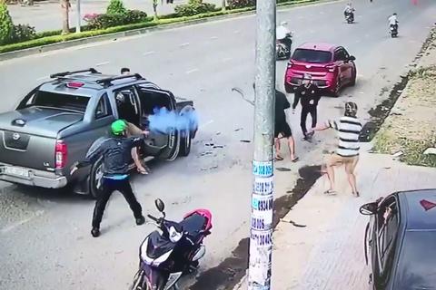 Vụ nổ súng trên đường: Vì cha vợ bị đánh?