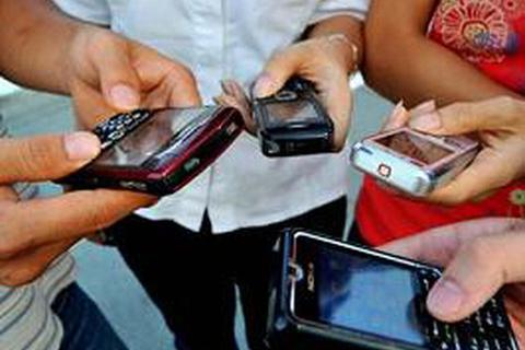 Hà Nội: Sẽ quy định việc học sinh sử dụng Facebook và điện thoại