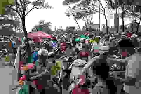 Hà Nội: Choáng với cảnh đông nghẹt thở ở công viên dịp nghỉ lễ
