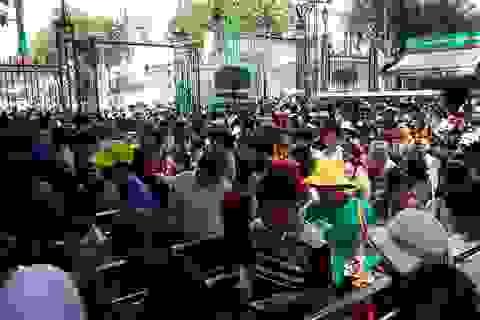 """Ngày lễ, hàng nghìn người Sài Gòn đổ về khu vui chơi... """"trốn nóng"""""""
