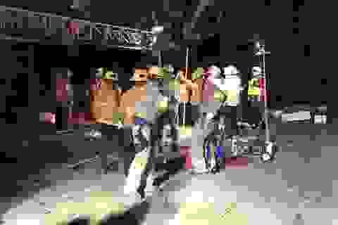 Cậu bé thoát chết sau 12 tiếng mắc kẹt dưới đường cống nước thải