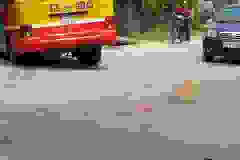 Xe buýt tông hai xe máy, 5 người thương vong