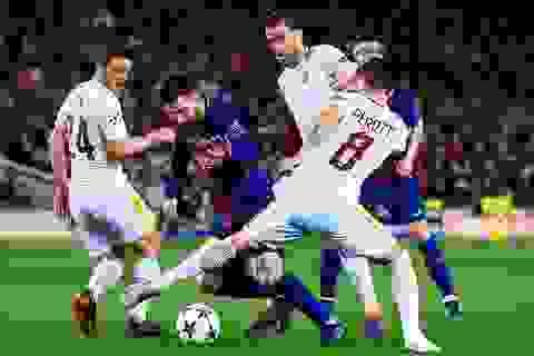 Barcelona 4-1 AS Roma: Hai tình huống phản lưới nhà