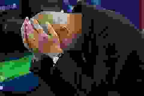 Pep Guardiola đi sai một nước, Man City hỏng cả bàn cờ