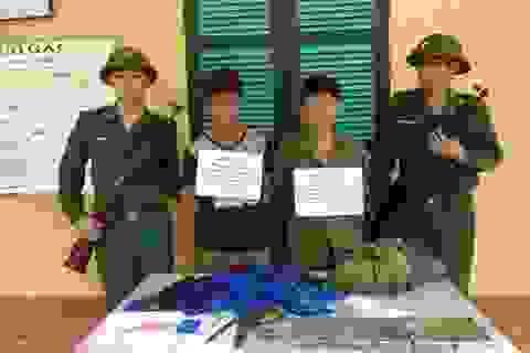 Bắt hai thanh niên Lào mang súng K54 vận chuyển ma túy vào Việt Nam