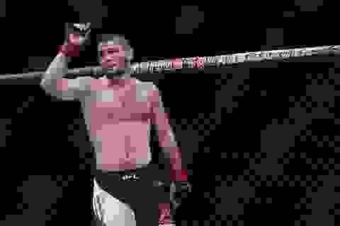 Võ sĩ sắp giật đai của McGregor từng đấu vật với… gấu