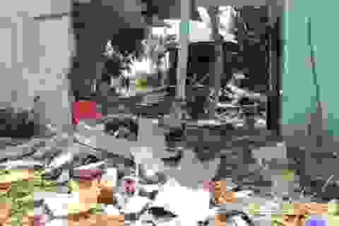 Xe tải tông sập 3 nhà dân, nhiều người may mắn thoát chết