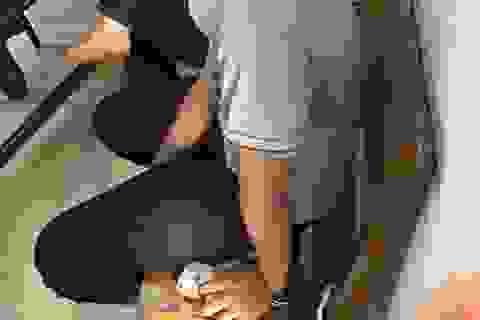 Bé gái 13 tuổi bị còng tay ở phường: Chính quyền thừa nhận việc khống chế
