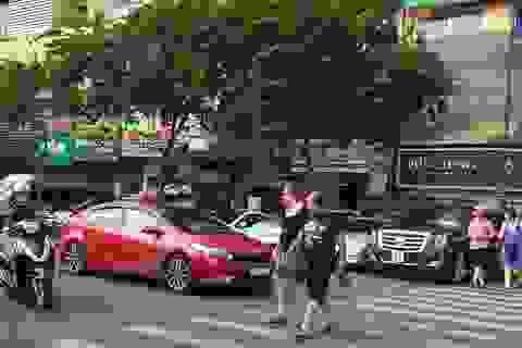 Từ 1/6, phí đậu xe ô tô dưới lòng đường TPHCM tăng từ 4-8 lần