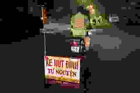 Người đàn ông đều đặn đi hút đinh từ 4h sáng ở Sài Gòn