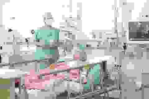 """Nhờ hoãn chuyến bay, trái tim Hà Nội """"đập"""" trong lồng ngực bệnh nhân Huế"""